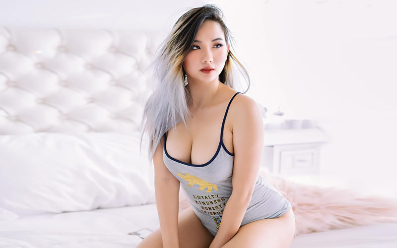 japanese bride on bed